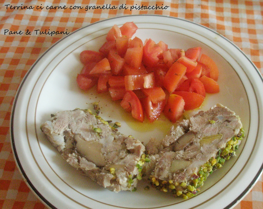 terrina di carne con granella di pistacchio