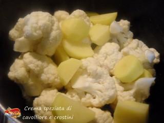 Crema speziata di cavolfiore e crostini.3