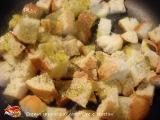 Crema speziata di cavolfiore e crostini.5