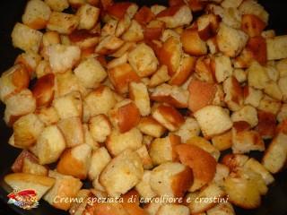 Crema speziata di cavolfiore e crostini.6