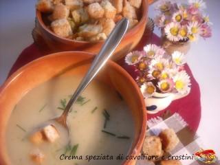 Crema speziata di cavolfiore e crostini.8