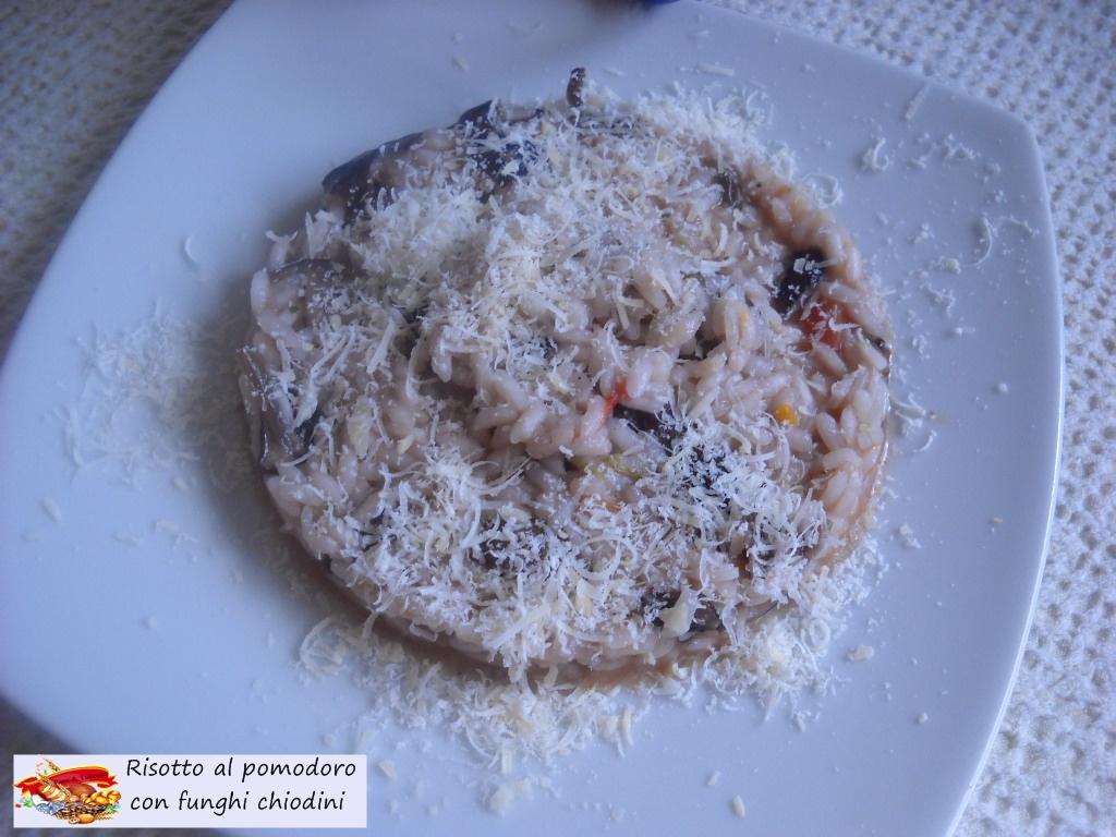 risotto al pomodoro con funghi chiodini