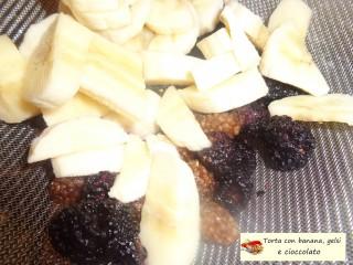 Torta con banana, gelsi e cioccolato.10