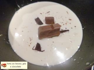 Torta con banana, gelsi e cioccolato.14