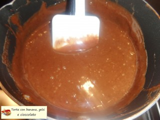 Torta con banana, gelsi e cioccolato.15