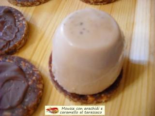 Mousse con arachidi e caramello al tarassaco.11