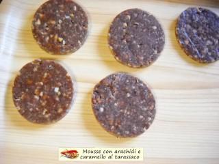 Mousse con arachidi e caramello al tarassaco.7
