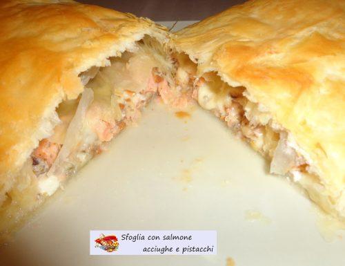 Sfoglia con salmone acciughe e pistacchio