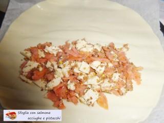 Sfoglia con salmone acciughe e pistacchi.6