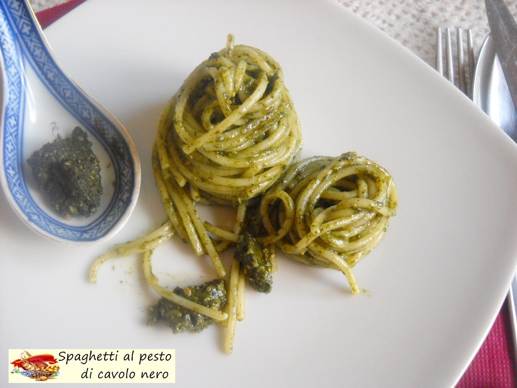 spaghetti al pesto di cavolo nero