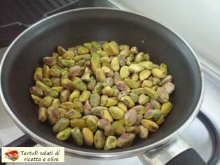 Tartufi salati di ricotta e olive.2