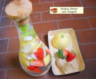 Acqua detox con fragole.3