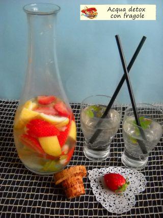 Acqua detox con fragole.4
