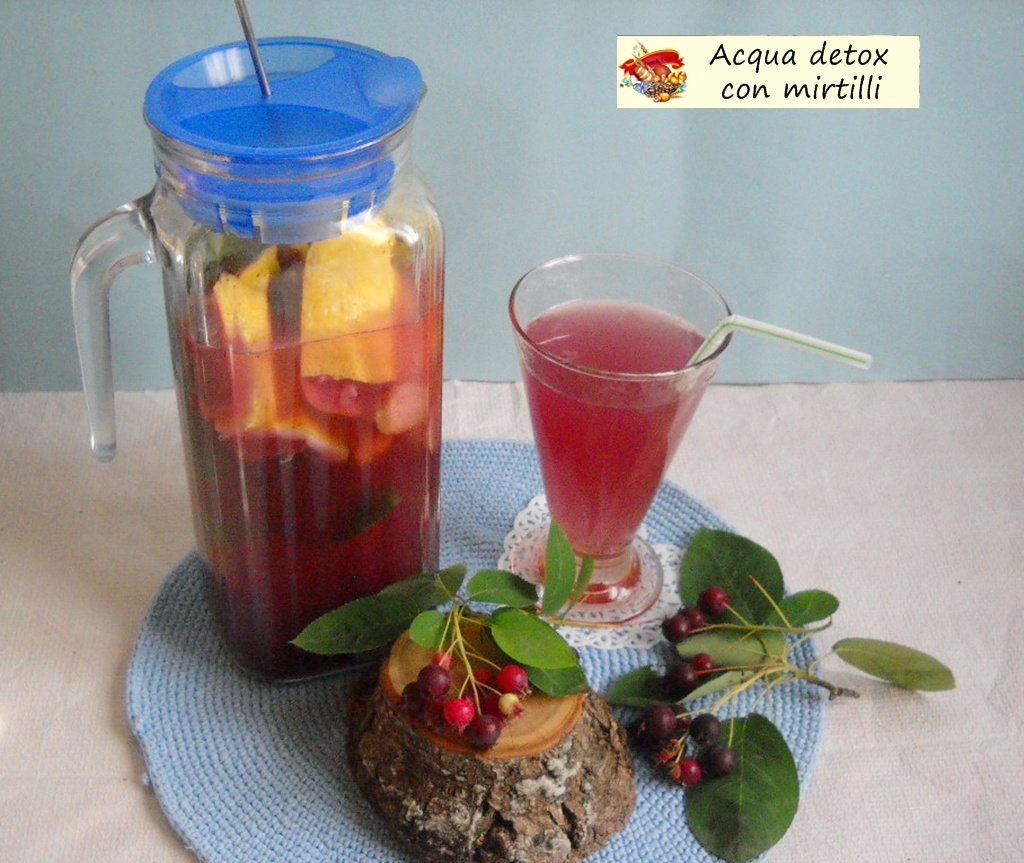 acqua detox con mirtilli