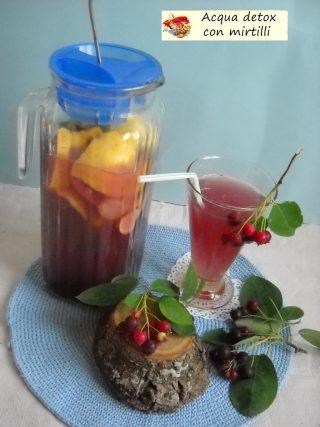 Acqua detox con mirtilli.3