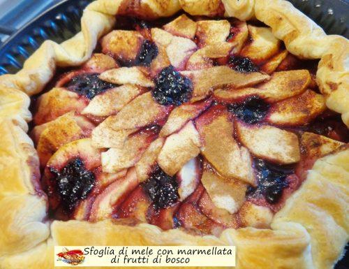 Sfoglia di mele con marmellata di frutti di bosco