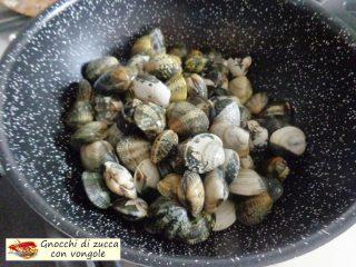 Gnocchi di zucca con vongole.2