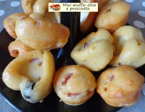 Mini muffin olive e prosciutto. Morbida croccantezza.