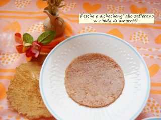 pesche-e-alchechengi-allo-zafferano-su-cialda-di-amaretti-4