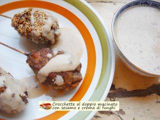 Crocchette al doppio macinato con sesamo e crema di funghi.1