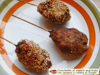 Crocchette al doppio macinato con sesamo e crema di funghi.6