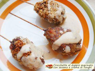 Crocchette al doppio macinato con sesamo e crema di funghi