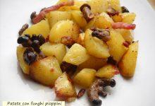 Patate con funghi pioppini e stick di pancetta croccante