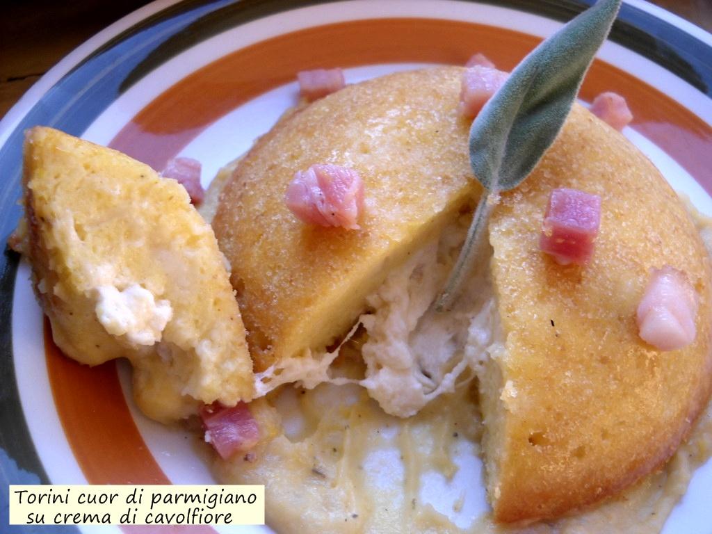 tortini cuor di parmigiano su crema di cavolfiore