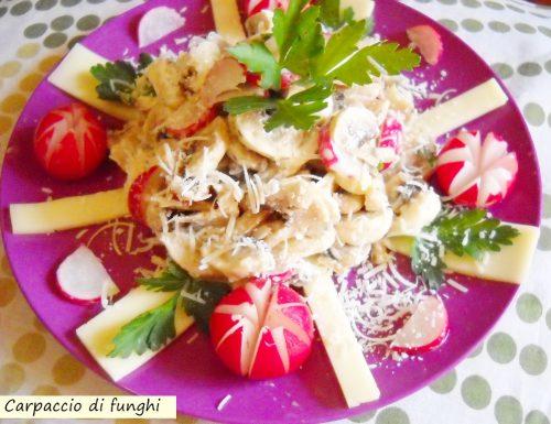 Carpaccio di funghi e ravanelli con scaglie di grana