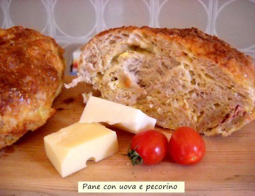Pane con uova e pecorino. Così profumato!