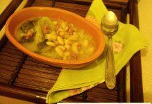 Zuppa di scarola con cannellini e salsiccia