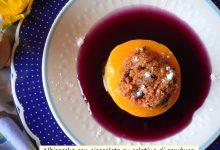 Albicocche con cioccolato su gelatina di sambuco