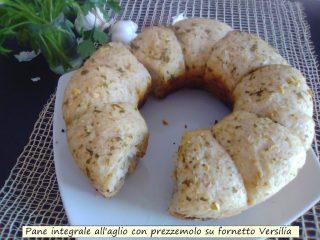 pane integrale all'aglio con prezzemolo su fornetto Versilia