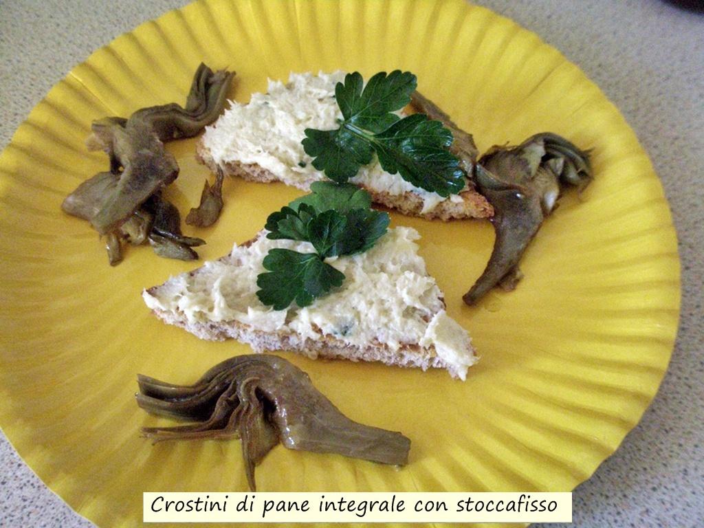 crostini di pane integrale con stoccafisso