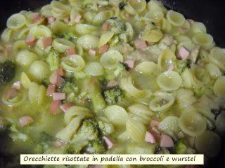Orecchiette risottate in padella con broccoli e wurstel