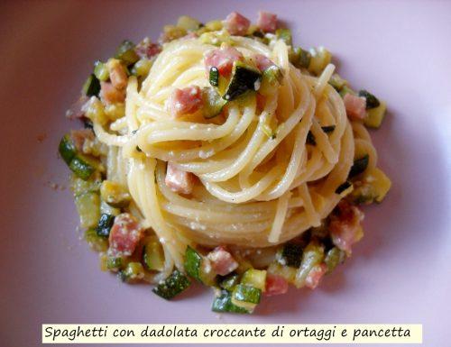 Spaghetti con dadolata croccante di ortaggi e pancetta.