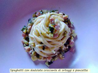 spaghetti con dadolata croccante di ortaggi e pancetta