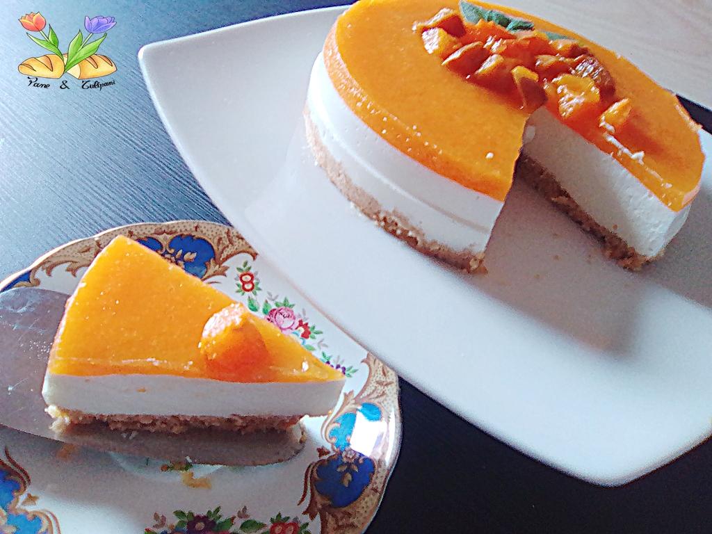 cheesecake di riso con topping e composta di albicocche