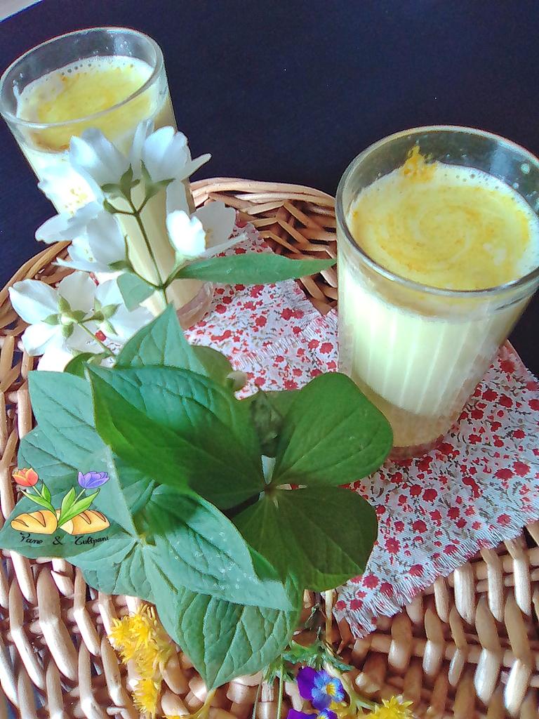 Latte giallo con curcuma