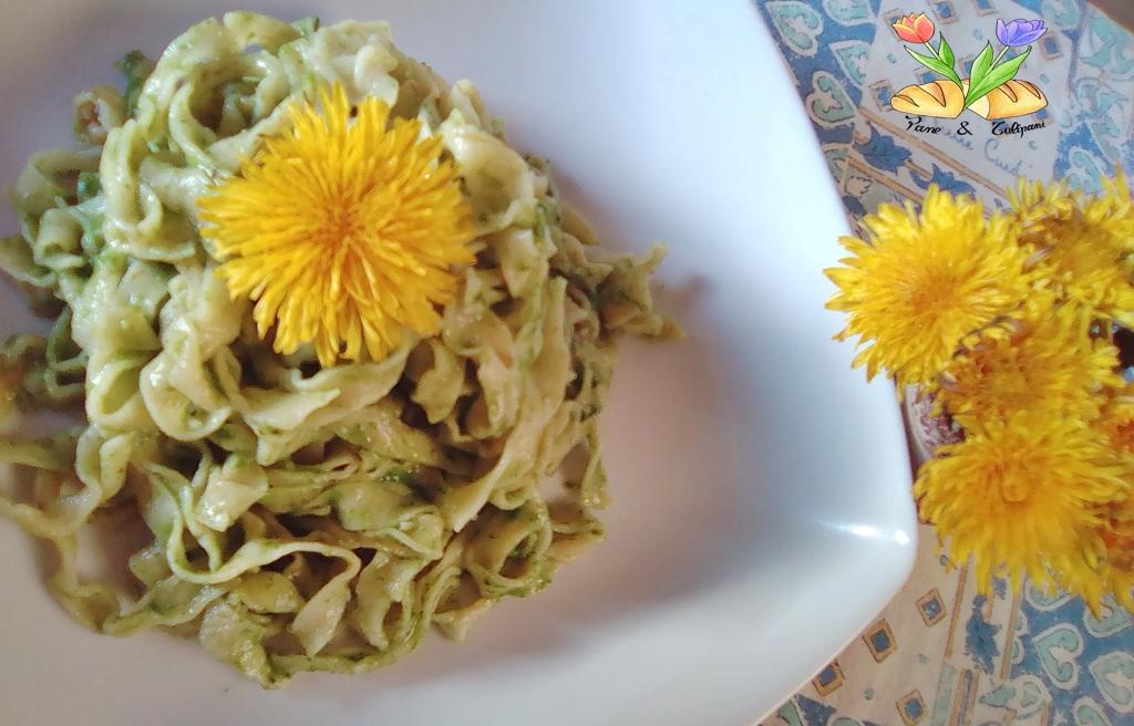 tagliatelle con fiori di tarassaco e pesto di alliaria