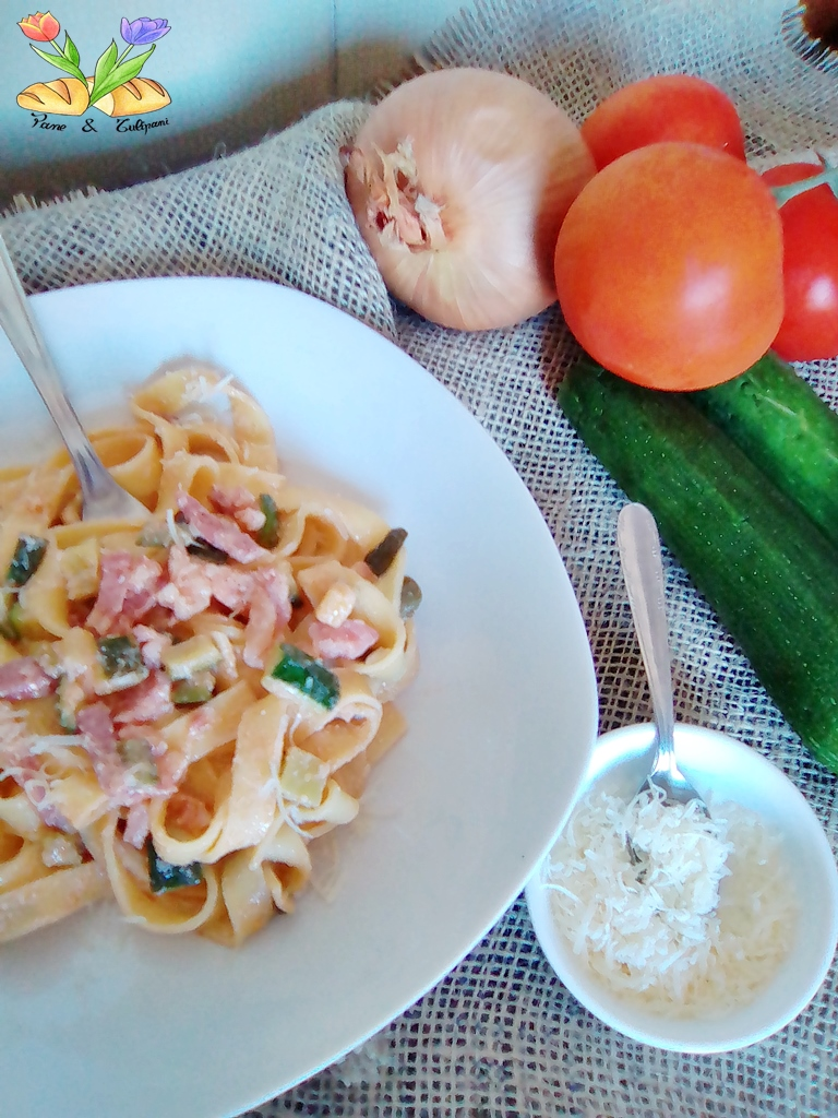 Tagliatelle crema di ricotta con zucchine e speck