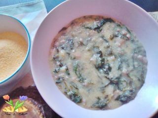zuppetta di polenta con spinaci.