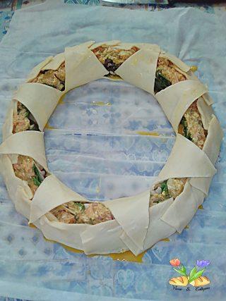 corona di sfoglia con asparagi di luppolo