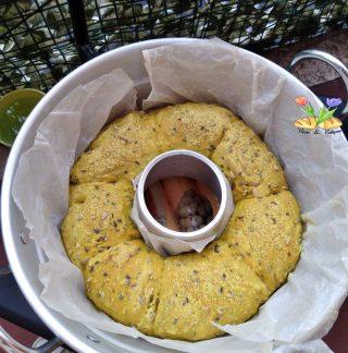 corona di pane con curcuma e semi di lino
