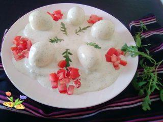 uova con besciamella aromatizzata con rucola e maionese