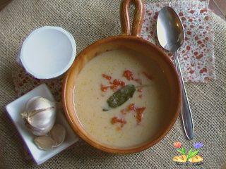 zuppa di riso e yogurt aromatico