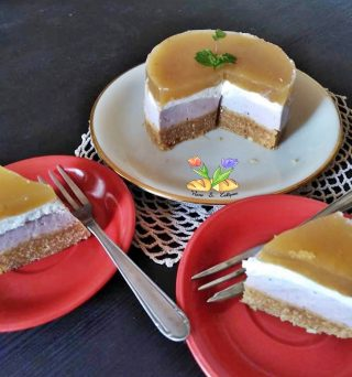 cheesecake ai lamponi con topping di uva bianca