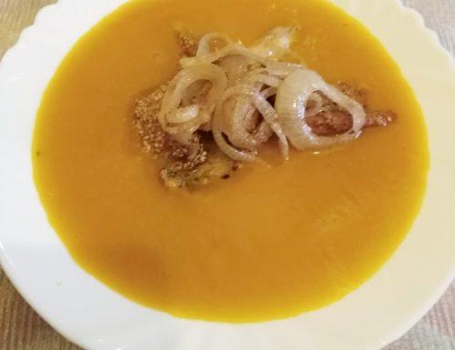 Zuppa di zucca con salmone