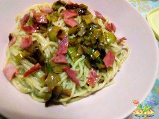 Spaghetti con verza porri e prosciutto croccante