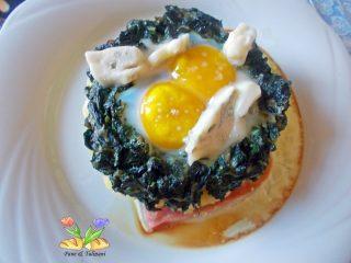 uova gratinate su purea e spinaci